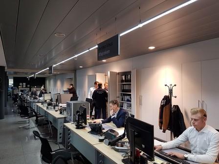Modulaire LED lijnverlichting op veel manieren in te zetten in bedrijfshal, magazijn en industrie