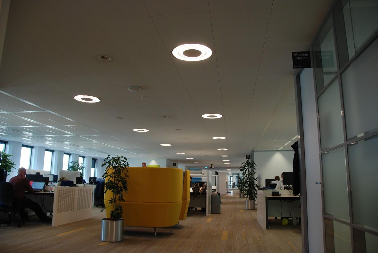 Kantoor verkleint footprint door armaturen om te bouwen | LED ...