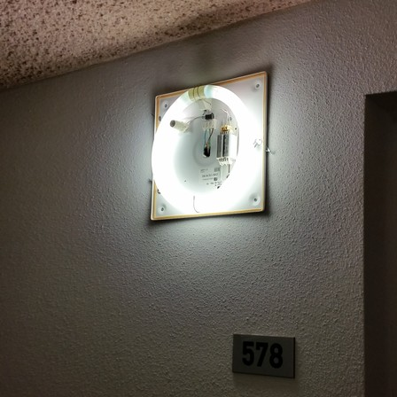 Periodiek onderhoud aan elektrotechnische installaties en verlichting in woongebouwen