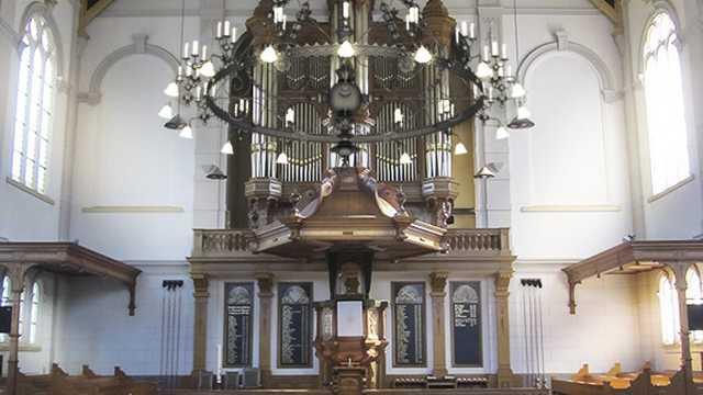 Kroonluchter Grote Kerk Apeldoorn combineert moderne technologie met historisch uiterlijk