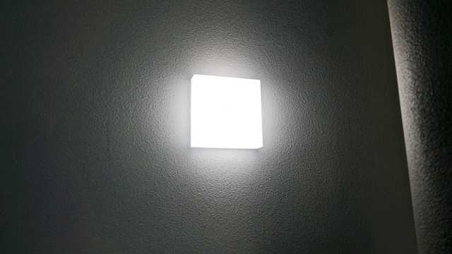 Verlichting in de ruimte rondom liften, trappenhuizen en opgangen
