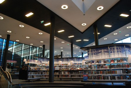 Case: Bibliotheek Almere kiest voor nieuwe 'warme' LED verlichting en bespaart op diverse fronten